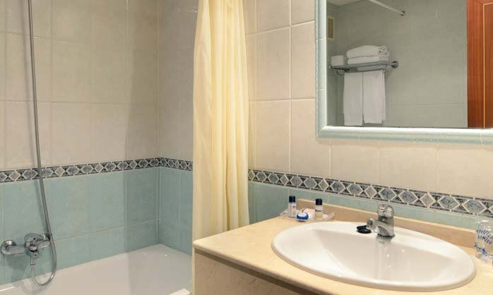 Medplaya hotel villasol in benalmadena costa m laga for Bathroom showrooms costa del sol